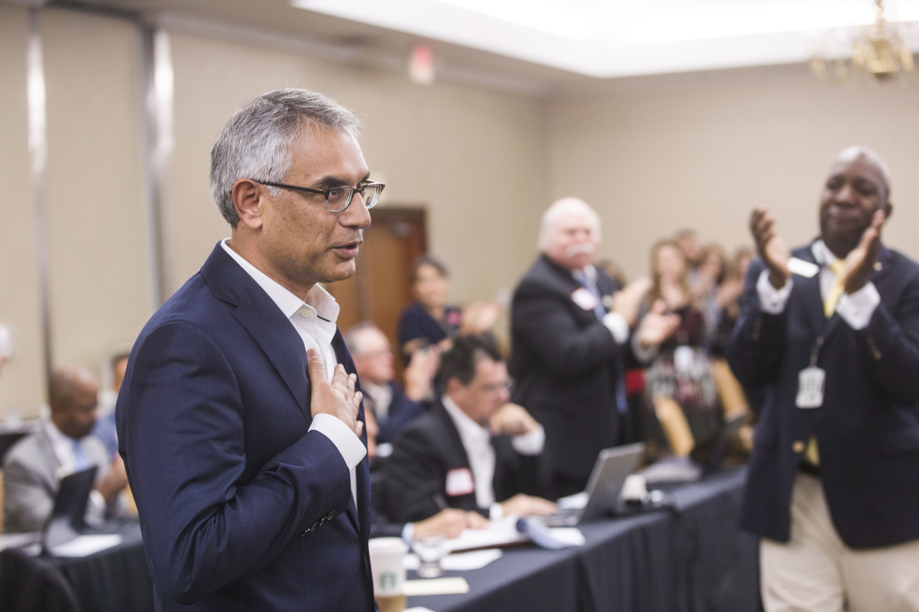 Texas Republicans overwhelmingly reject removal of Muslim county official