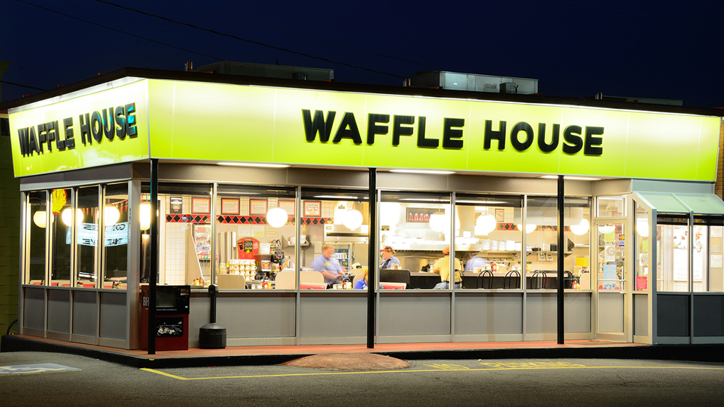 Waffle House customers help out after staffing mix-up