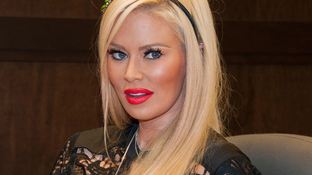 Jenna Jameson gains 20 pounds after ditching keto diet: 'I decided to live my best carby life'