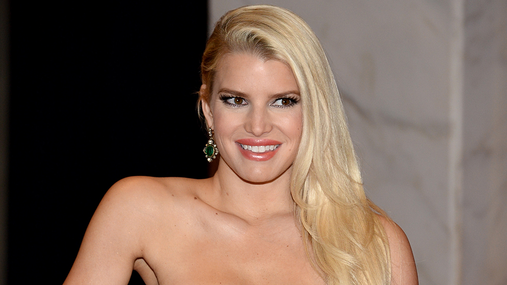 Jessica Simpson's 10-year challenge mocks her swollen foot