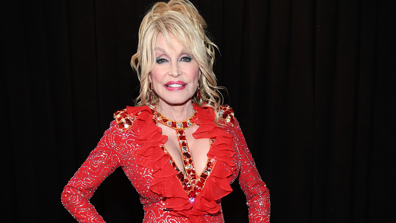 Westlake Legal Group Grammys5 Dolly Parton honored by FBI for donation to Gatlinburg wildfires victims fox-news/us/us-regions/southeast/tennessee fox-news/person/dolly-parton fox-news/entertainment/music fox-news/entertainment/genres/country fox-news/entertainment/celebrity-news fox news fnc/entertainment fnc article Ann Schmidt 110bbf52-11ff-59d8-9dfa-aac26e2a904d