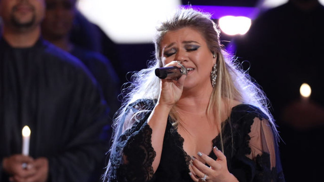 Kelly Clarkson's rendition of Lady Gaga and Bradley Cooper's 'Shallow' stuns audience in Wisconsin