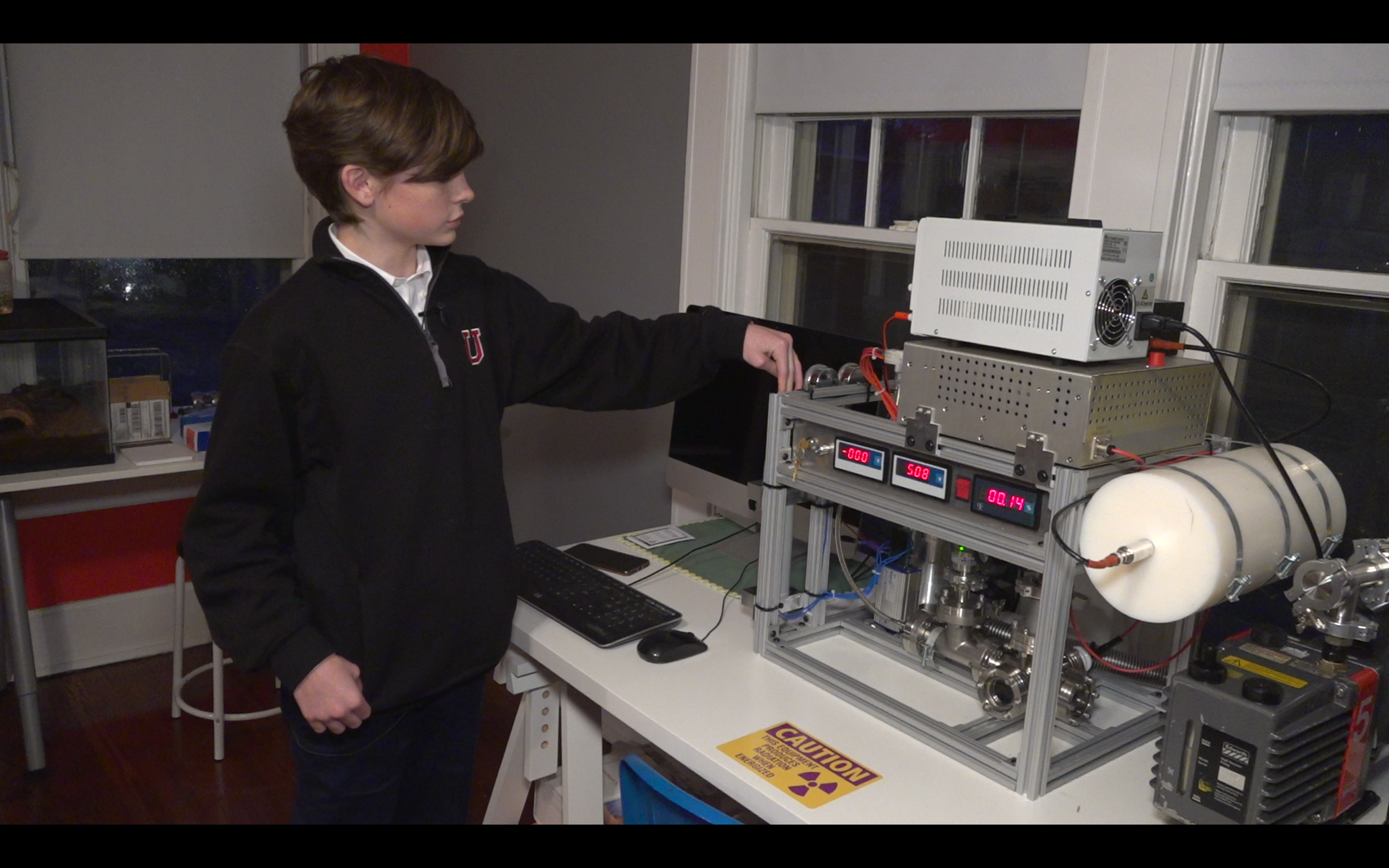 Teen builds working nuclear fusion reactor in Memphis home
