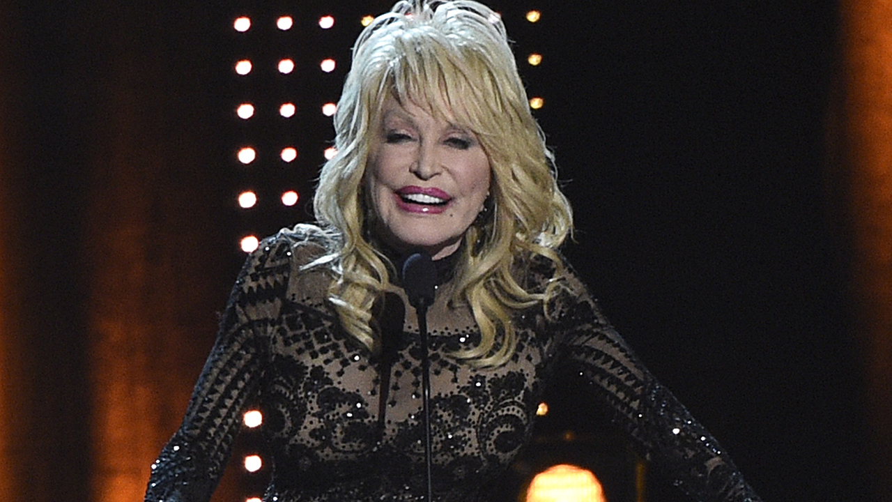 Dolly Parton says husband Carl Dean isn't 'necessarily one of the biggest fans' of her music