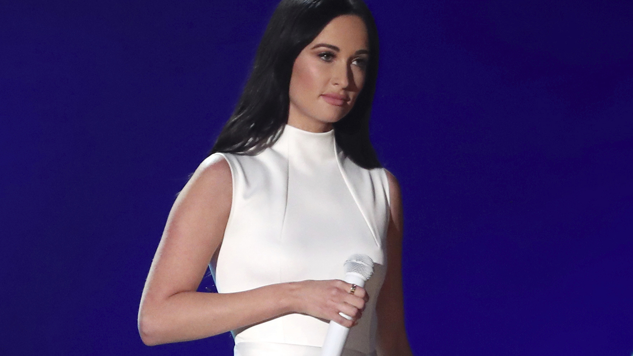 Kacey Musgraves' name misspelled during Grammy Awards