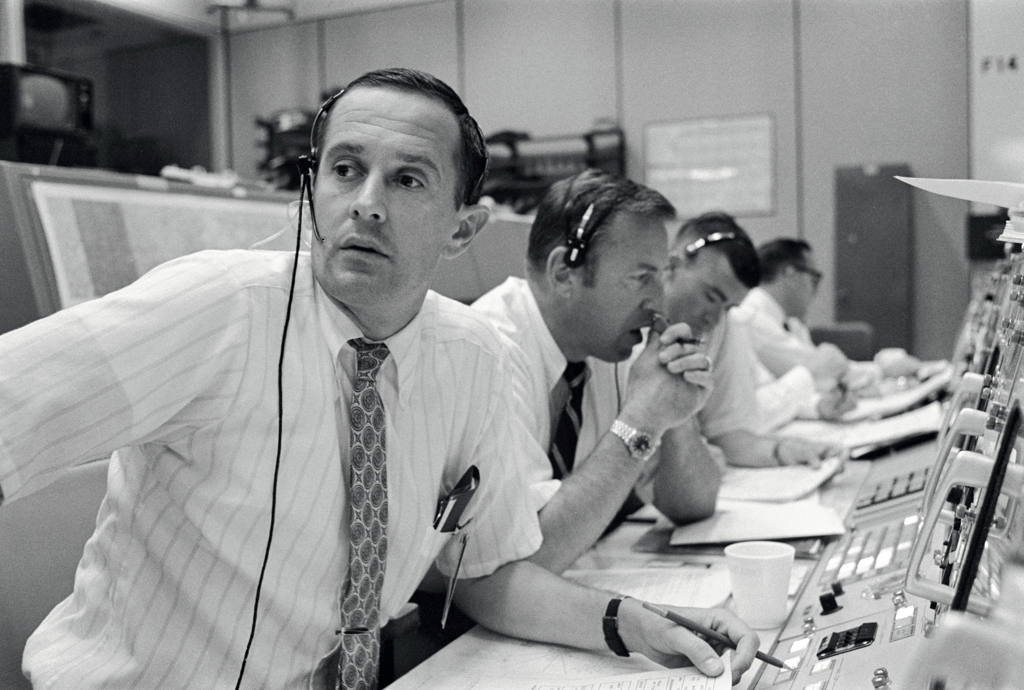QnA VBage Apollo astronaut recounts Mission Control during Moon landing: 'It was tense, because this was the real thing now'