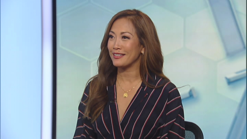 Carrie Ann Inaba falls off her chair on 'Dancing with the Stars'