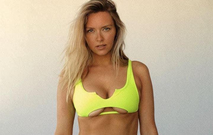 Gronkowski's girlfriend addresses body-shamers after posting bikini selfie thumbnail