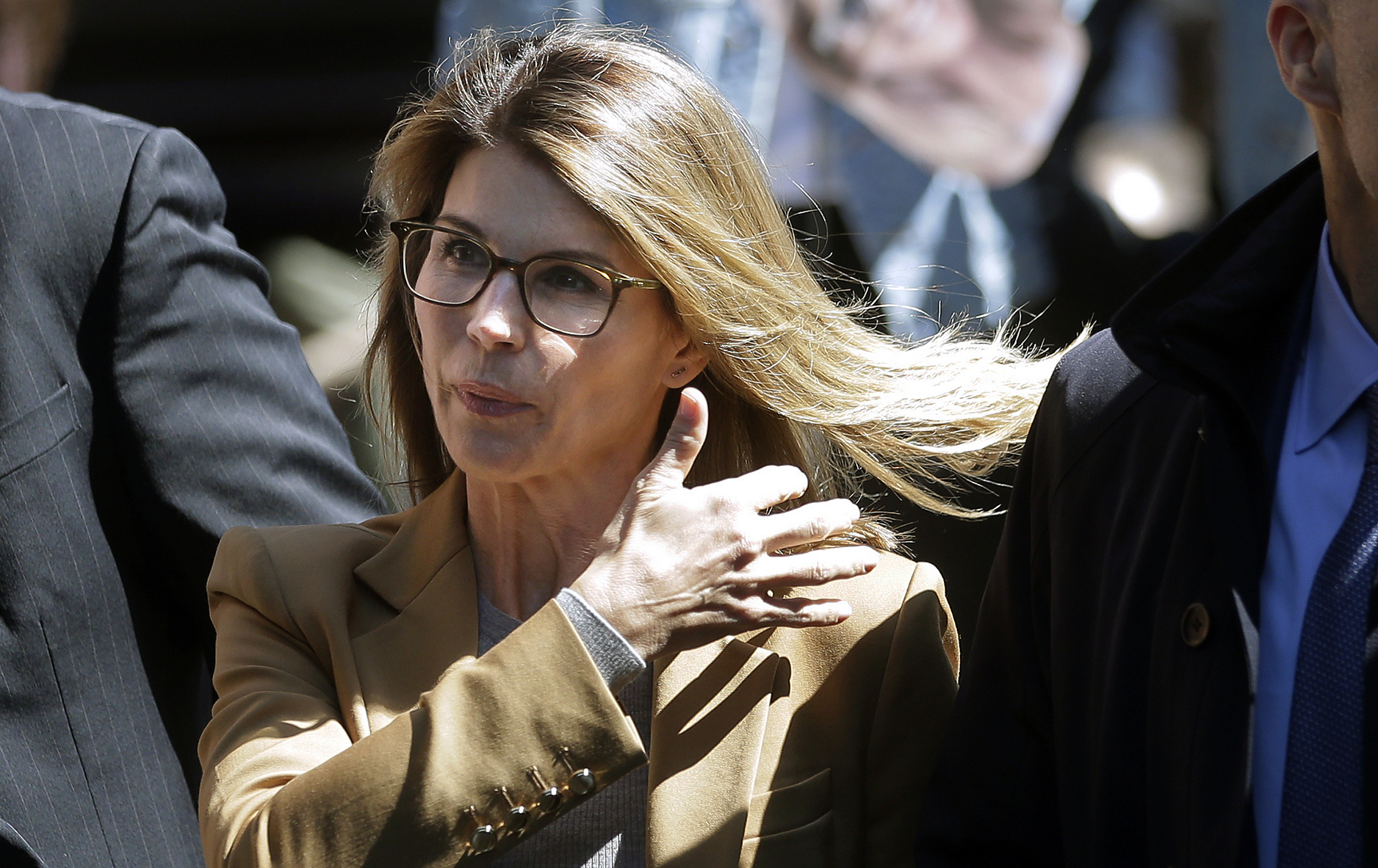 Westlake Legal Group 10_AP19093657677390 Lori Loughlin felt 'manipulated' in college admissions scandal, didn't think she broke laws: report Jessica Sager fox-news/topic/college-admissions-scandal fox-news/person/lori-loughlin fox-news/entertainment/genres/crime fox-news/entertainment/events/scandal fox-news/entertainment/events/in-court fox-news/entertainment/celebrity-news fox-news/entertainment fox news fnc/entertainment fnc dd29dae1-86df-57f7-a4d3-436e524e044f article