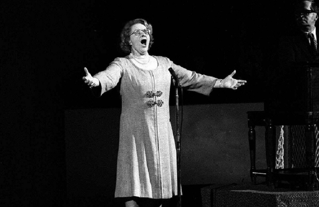 Kate Smith's 'God Bless America' out at Yankee Stadium over racist songs thumbnail