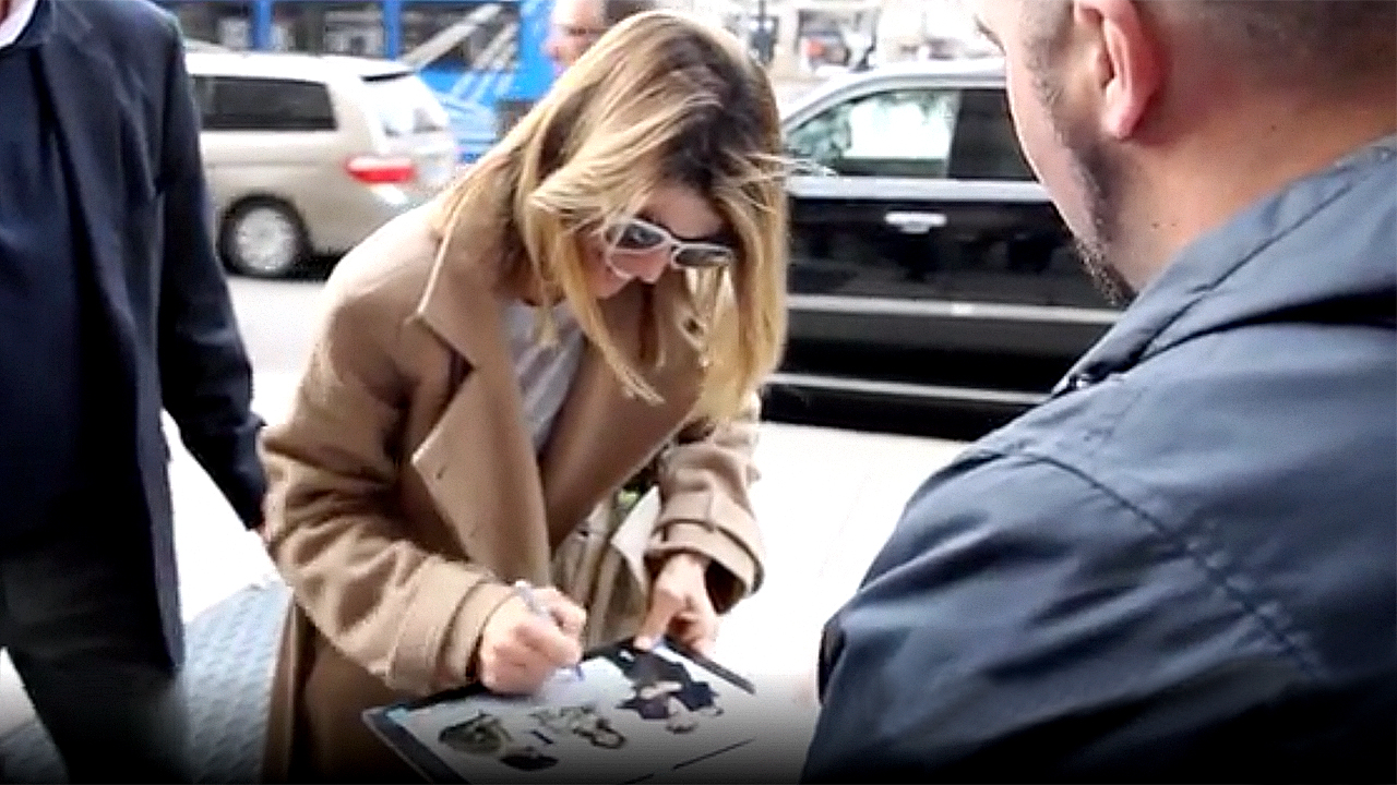 Lori Loughlin signs autographs for fans in Boston ahead of college admissions scandal court hearing