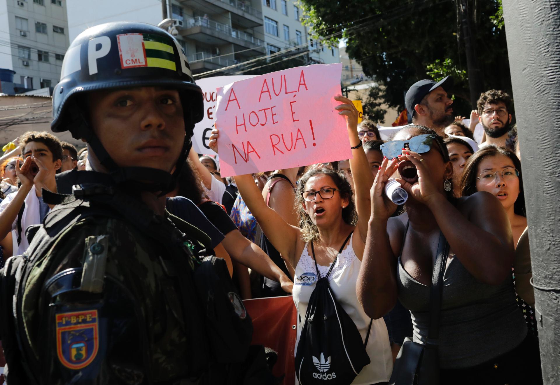 Westlake Legal Group ContentBroker_contentid-83a98fb5c48a4e6384ae48e781c8aad5-1 Students in Brazil protest school budget cuts RIO DE JANEIRO fox-news/world/world-regions/americas fox-news/world fnc/world fnc Associated Press article 03a03315-03b1-575f-a464-40f75dcebe18
