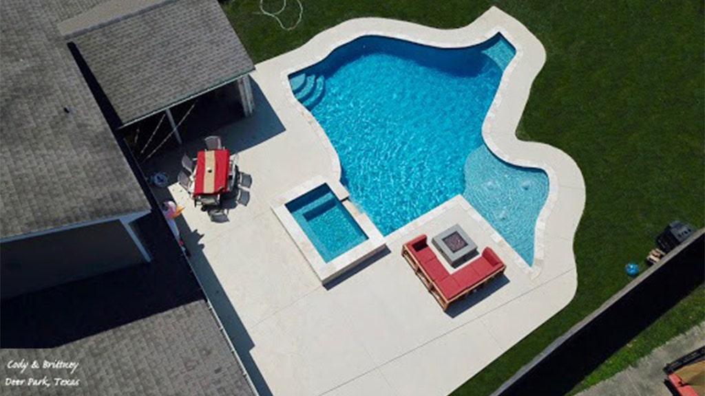 Texas couple install 28,000-gallon, Texas-shaped pool in backyard
