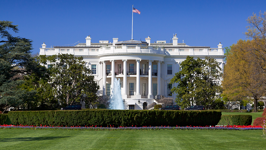 Man tried to climb White House fence, assaulted police officer, authorities say