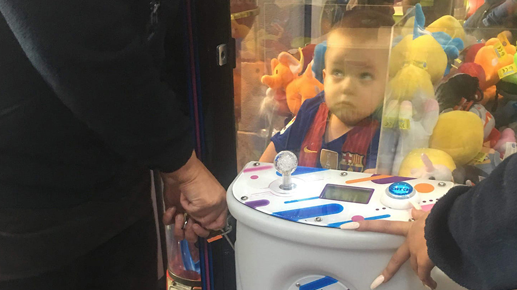 Adventurous boy, 3, rescued from inside arcade claw machine thumbnail