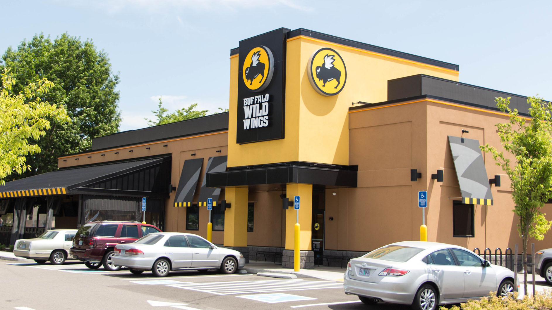 Westlake Legal Group buffalo-wild-wings Lawsuit claims Buffalo Wild Wings refused to serve black customers because they 'don't give good tips' Michael Hollan fox-news/food-drink/food/restaurants fox-news/food-drink/food/fast-food fox news fnc/food-drink fnc article ac8cea71-944b-5a56-b3b3-bf16fa49bf11