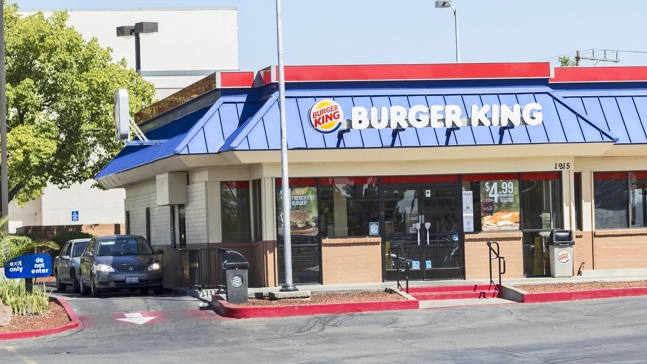 Westlake Legal Group burger-king-drive-thru Burger King employees fired after police officer served food with a pig drawn on it Michael Hollan fox-news/food-drink/food/fast-food fox news fnc/food-drink fnc fe015abc-3def-5cc4-9174-6ca414111d70 article