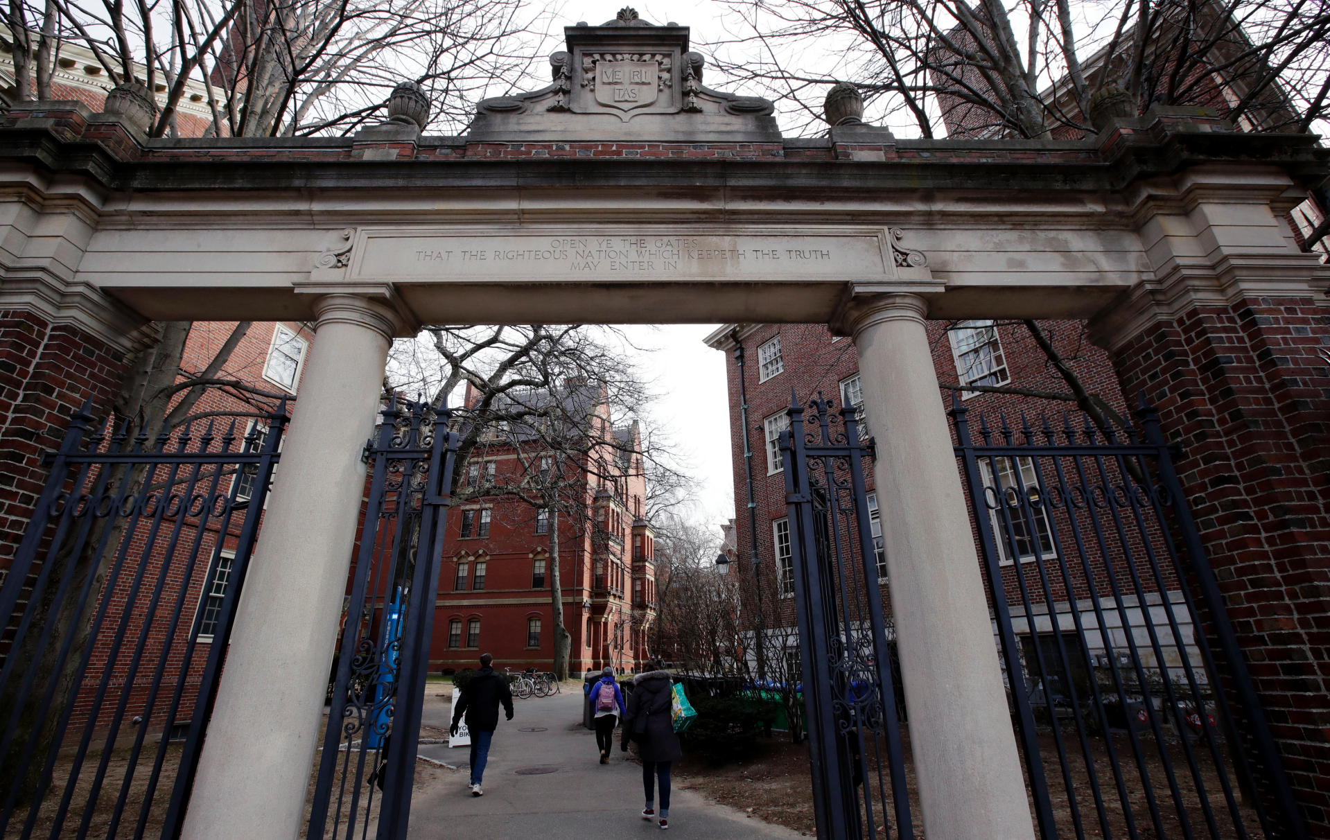 Harvard student government votes to condemn Crimson newspaper for getting comment from ICE