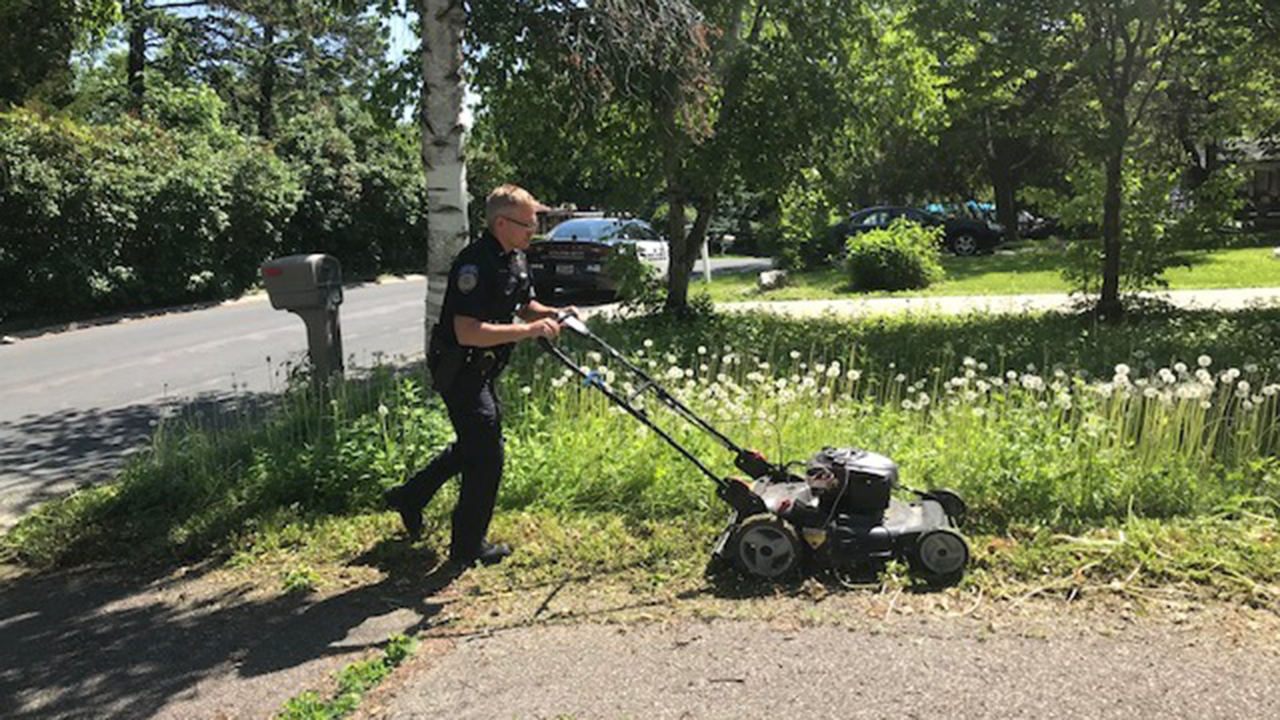 Westlake Legal Group orono-pd Uniformed Minnesota officer mows woman's lawn after checking on her welfare Robert Gearty fox-news/us/us-regions/midwest/minnesota fox-news/us/personal-freedoms/proud-american fox-news/us/crime/police-and-law-enforcement fox-news/good-news fox news fnc/us fnc fd055a1a-fc29-523e-8363-31eaf4194f8b article