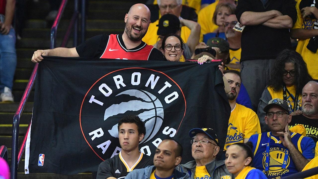 Westlake Legal Group toronto-raptors-fan-1-1 Toronto Raptors win first NBA Championship in franchise history Samuel Chamberlain fox-news/sports/nba fox news fnc/sports fnc article 383b6a90-1493-5dc3-8a86-d28fee88157f