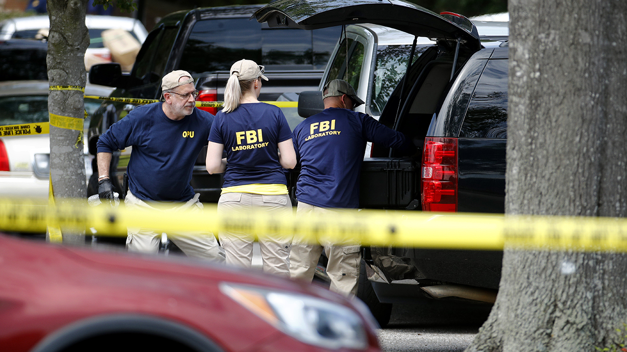 Virginia Beach gunman gave resignation before shooting, was in 'good standing,' authorities say thumbnail