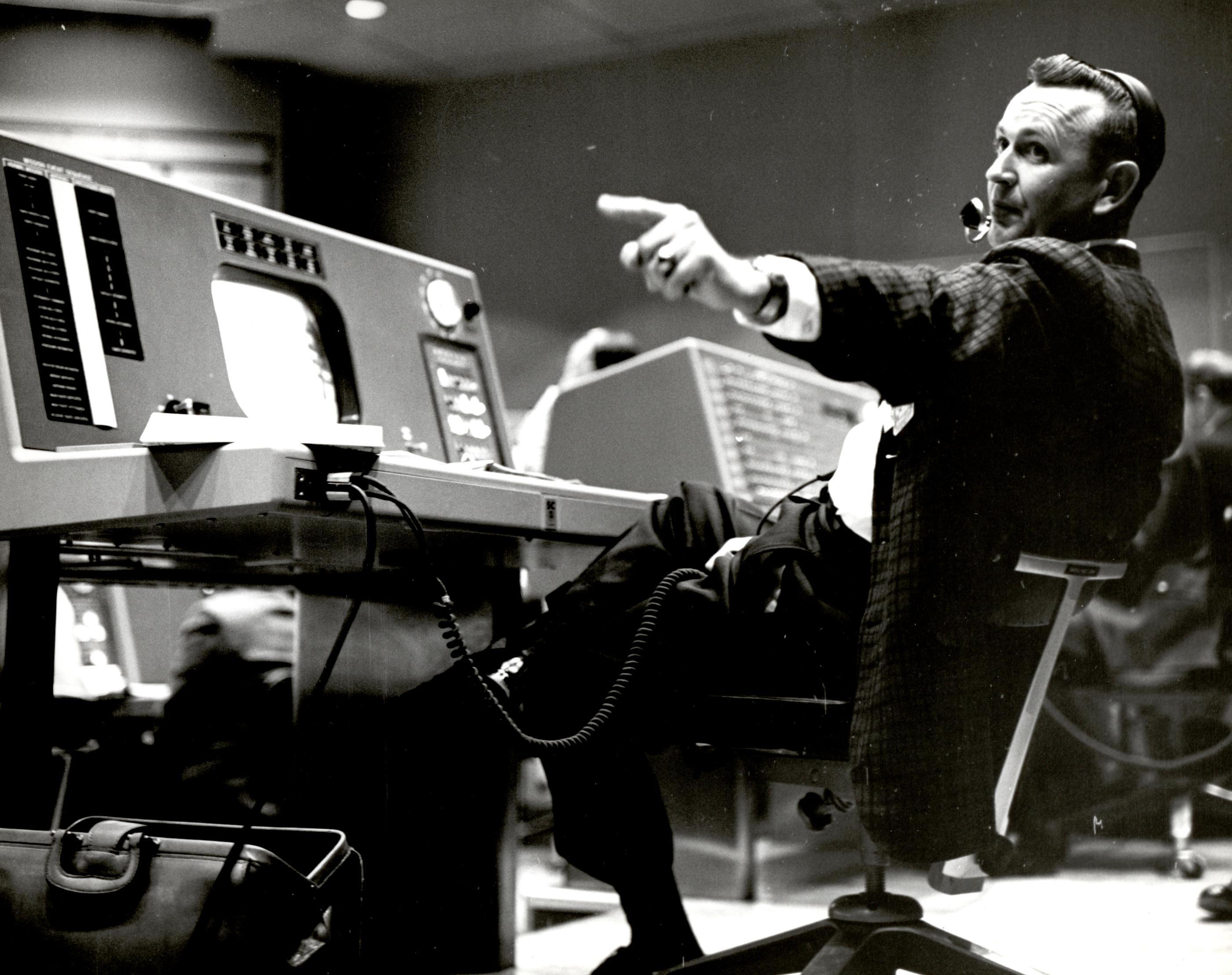 Chris Kraft, 1st flight director for NASA, dead at 95