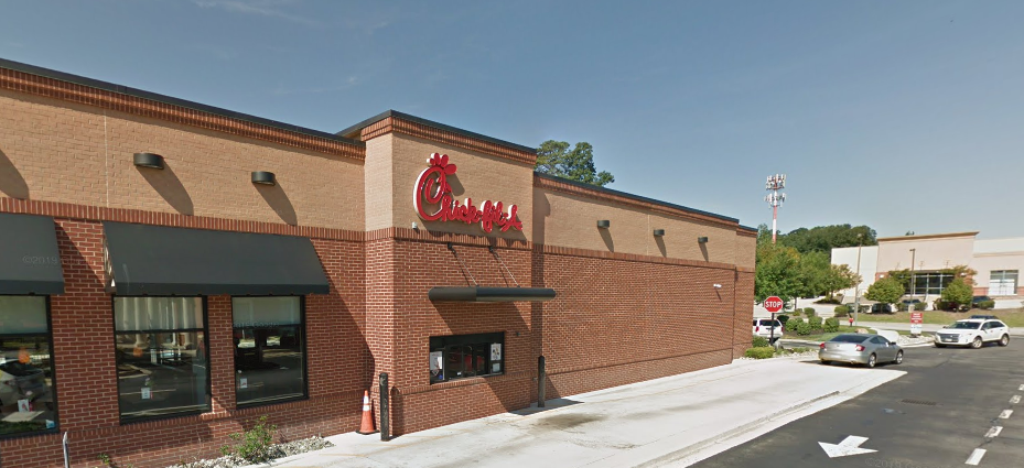 Chick-Fil-A manager helps WWII vet change tire in act of kindness