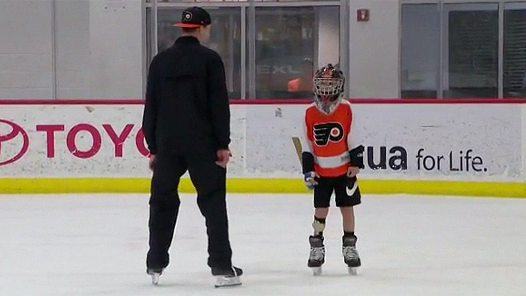 Westlake Legal Group Carter-Hart-FOX29 Philadelphia goalie skates with 9-year-old fan recovering from partial foot amputation fox-news/sports fox-news/health/orthopedics/sports-medicine fox-news/health/healthy-living/childrens-health fox-news/health fox-news/good-news fox news fnc/sports fnc caed8635-7bae-5408-b725-2730db8f10b6 article