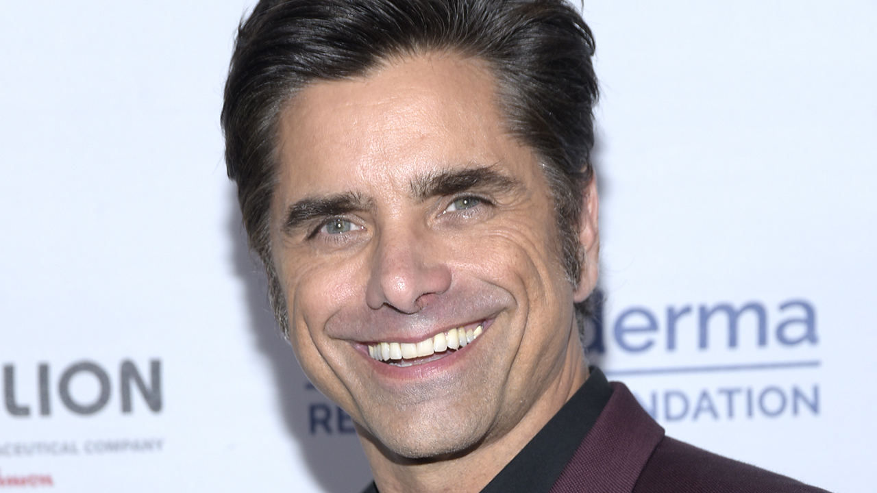 John Stamos assists fan in engagement at Walt Disney World