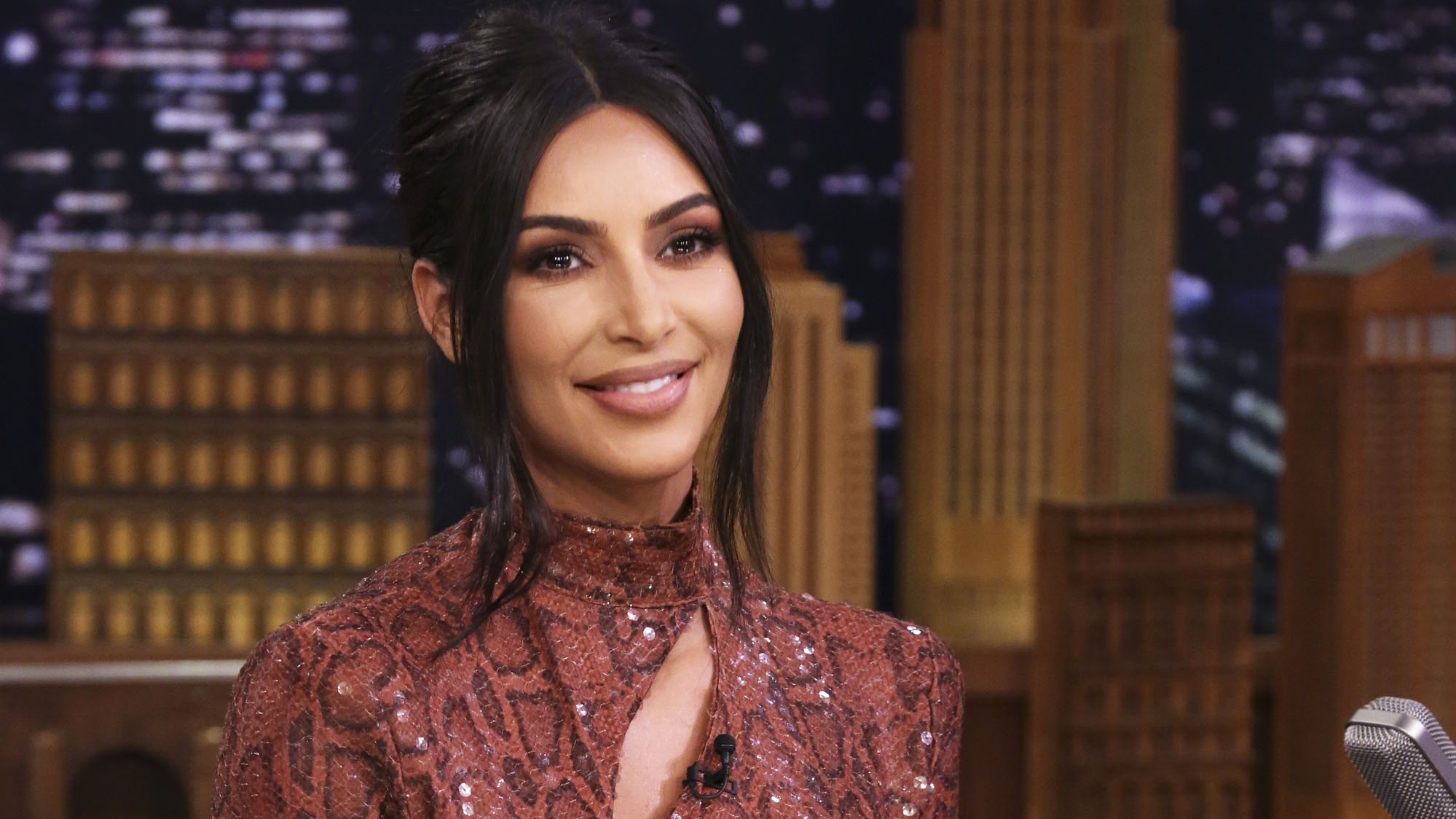 Is Kim Kardashian wearing the ring she said was stolen in Paris? - Fox News