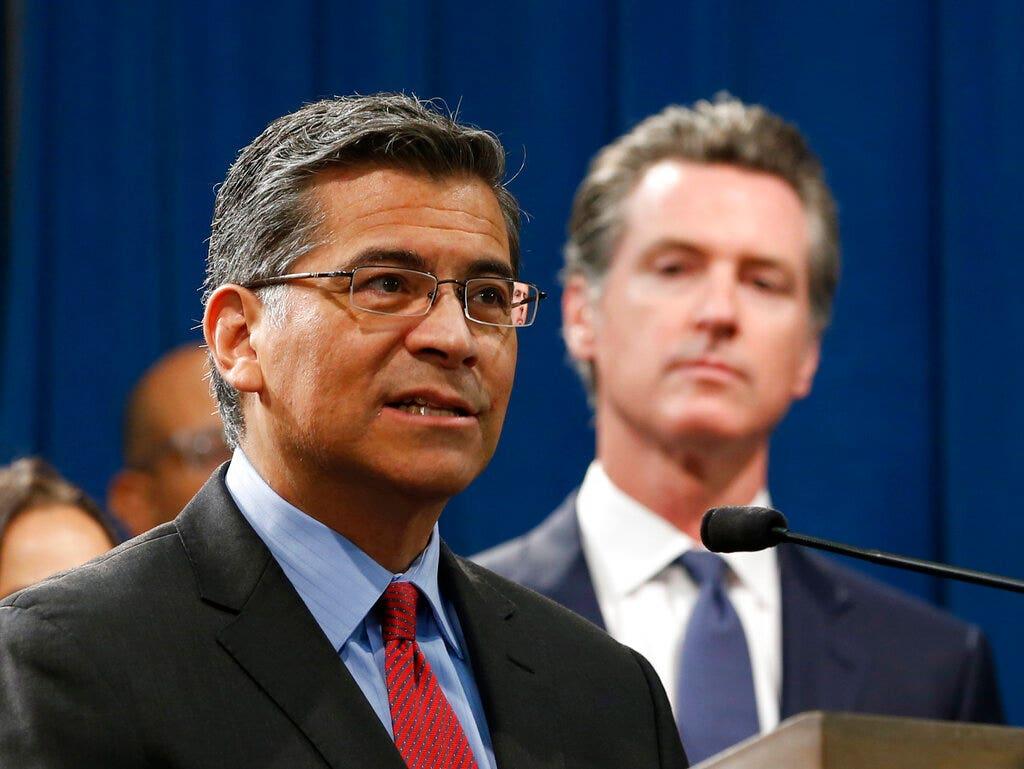 カリフォルニアAG抗トランプ訴は政治的、コストの納税者に対$21M、粗い