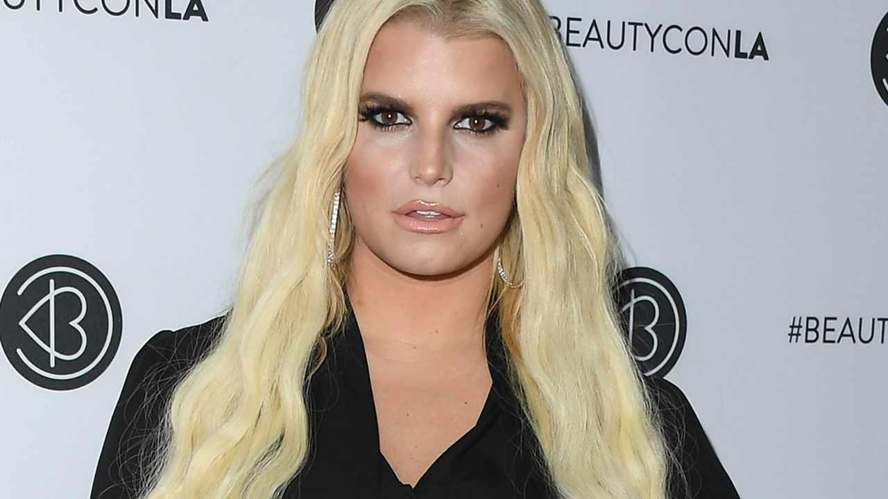 Jessica Simpson emailed her 100-pound weight-loss progress to her trainer every night