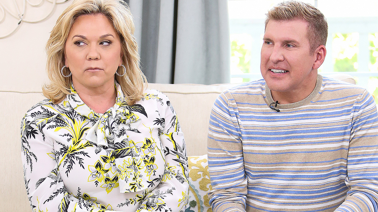 Todd Chrisley, wife Julie surrender to authorities on tax evasion charges thumbnail