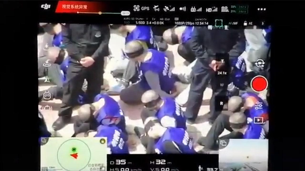 Ratusan diborgol, ditutup matanya tahanan di China konon dilihat di video online: laporan