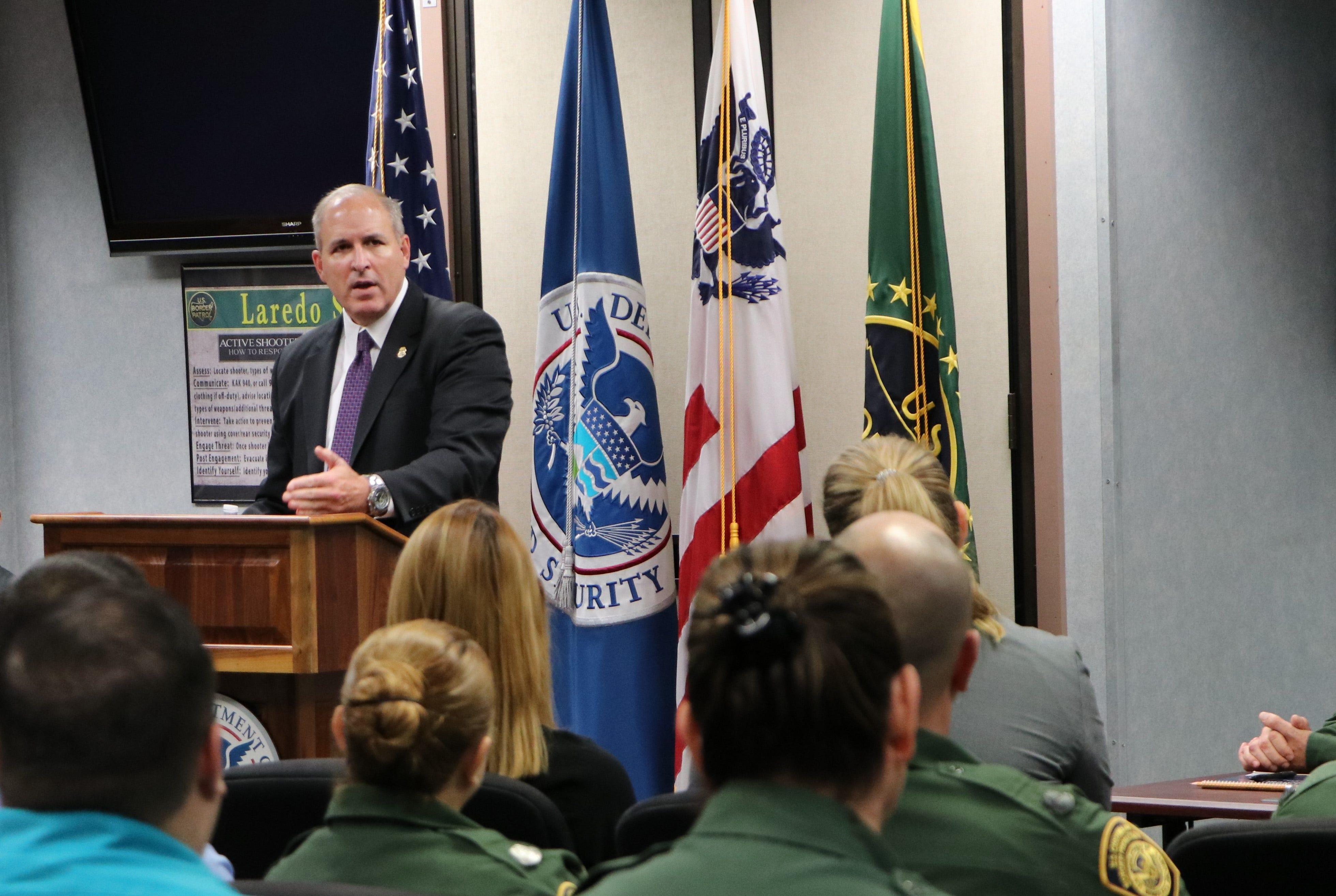 CBP-Chef rips in 'reckless' Gesetzgeber für Angriffe auf die Grenze Agenten, warnt es schadet der Moral