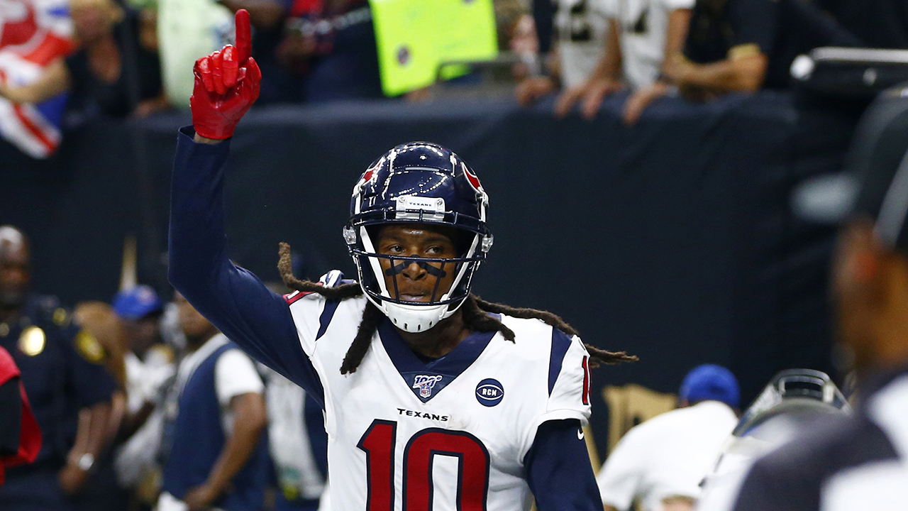 Cardinals' DeAndre Hopkins takes shot at former team after Chiefs sign Patrick Mahomes to contract extension thumbnail