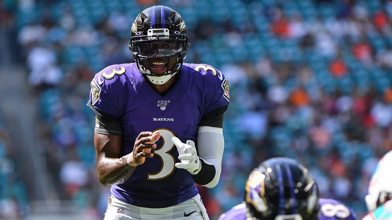 Baltimore Ravens' Robert Griffin III wears wife's hospital bracelet during game after birth of child