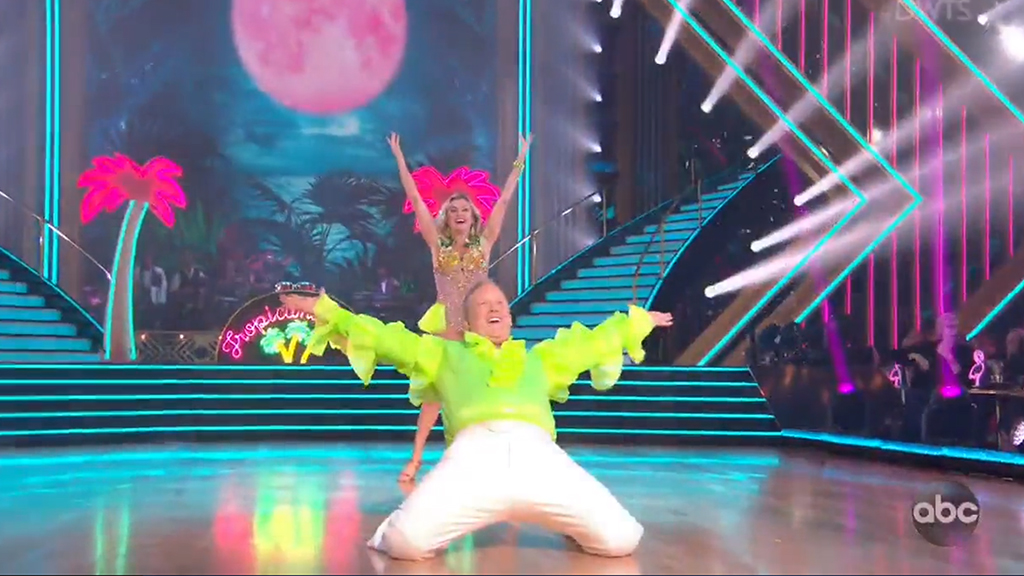 Sean Spicer debuts on 'Dancing With the Stars' shimmying to Spice Girls song in neon-green ruffled shirt