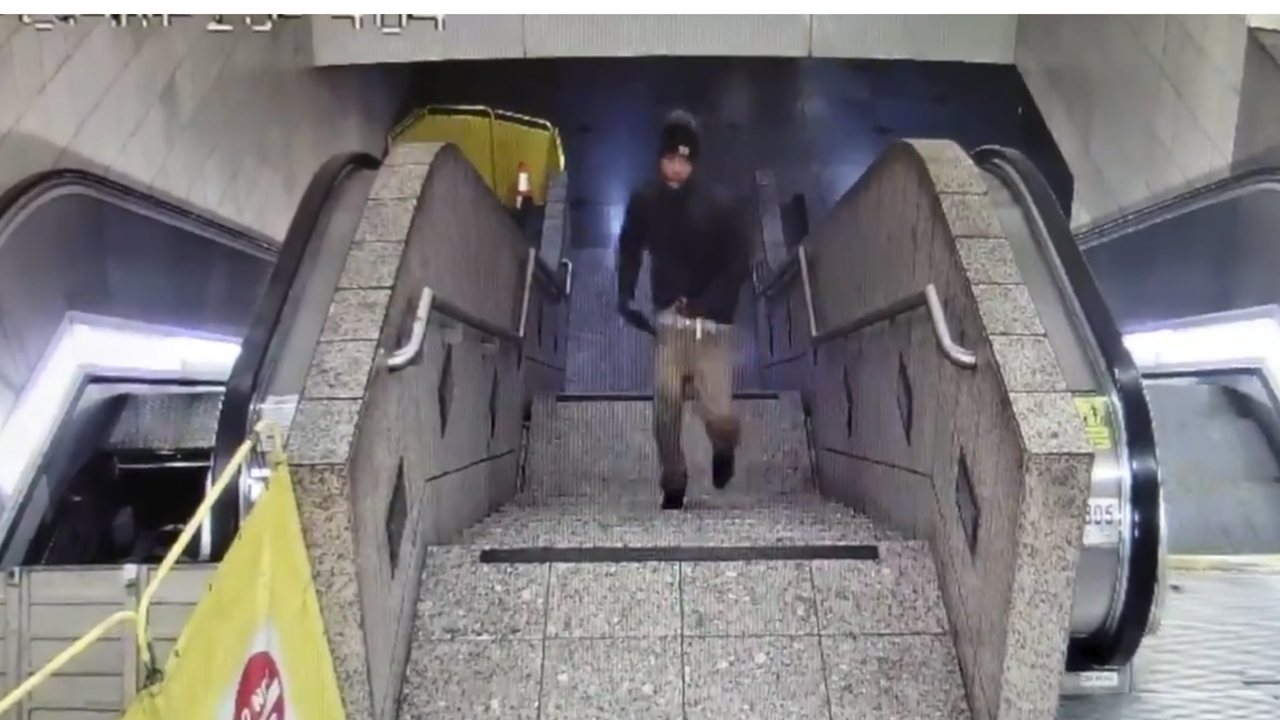 Seattle light rail station shooting leaves 1 dead, 2 wounded; cops release video of suspect