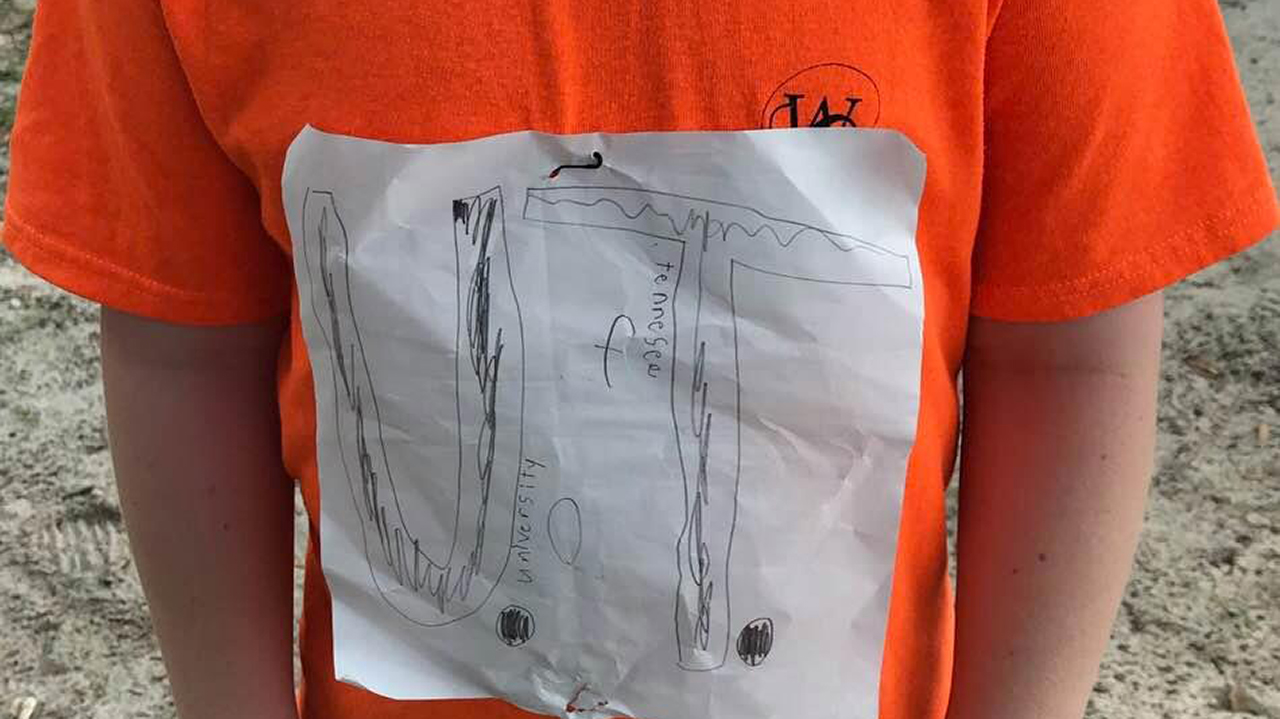 Westlake Legal Group e7d2a6a6-Bully-T-Shirt Bullied University of Tennessee fan's homemade T-shirt design earns nearly $1M for nonprofit Melissa Leon Frank Miles fox-news/us/us-regions/southeast/tennessee fox-news/us/us-regions/southeast/florida fox-news/us/education/college fox news fnc/us fnc b6e0859d-7ca6-55d7-8cd5-24aabc5ff5cd article