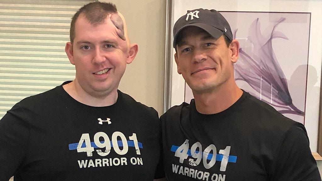 ジョン-Cena訪問負傷したコロラドスプリング警察官