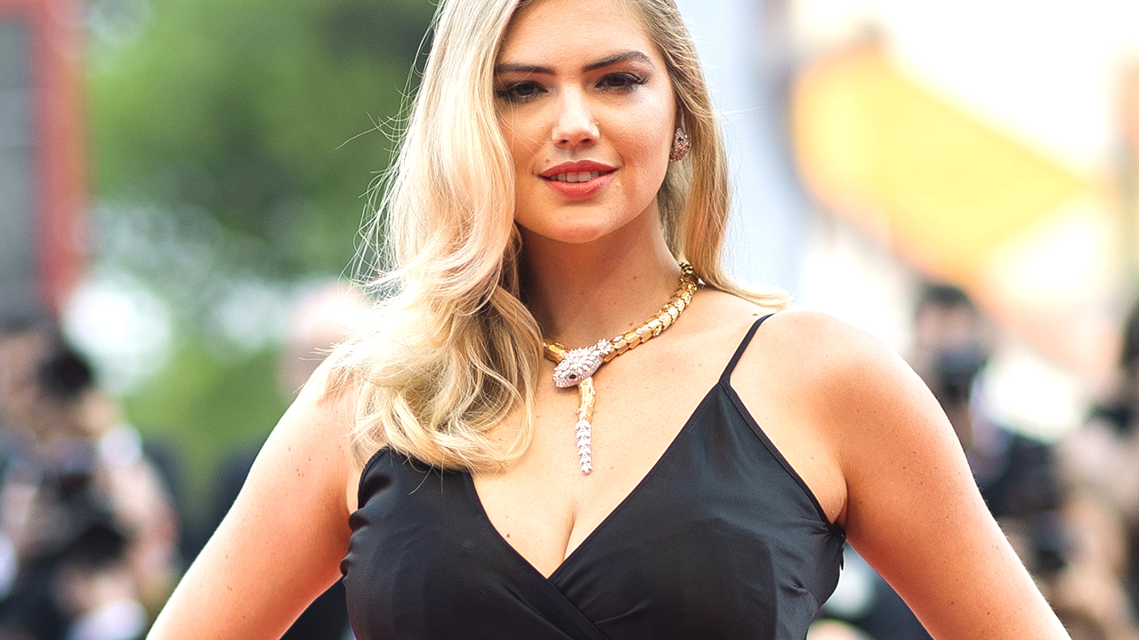 Kate Upton soaks up the sun during Greece vacation