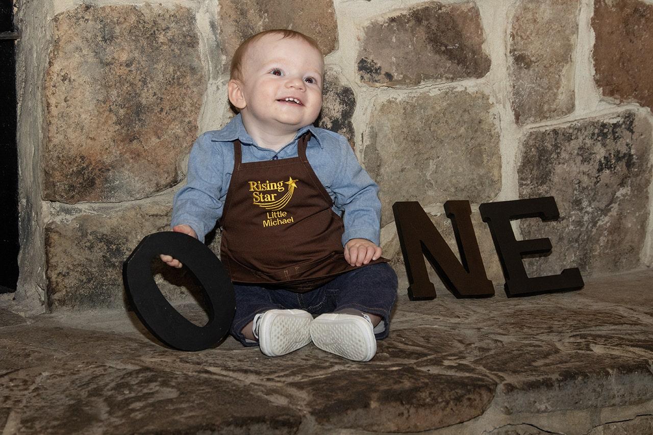 レ愛好家族を迎え息子の最初の誕生日ではレストランチェーン