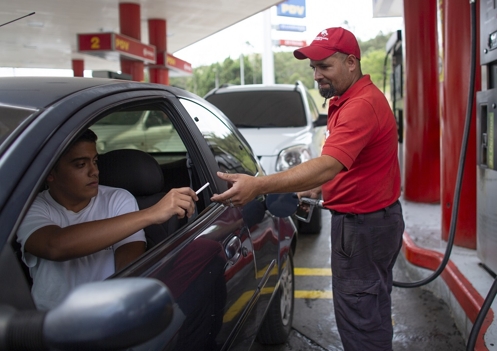 Venezuelans bartering food, cigarettes to pay for gas amid inflation