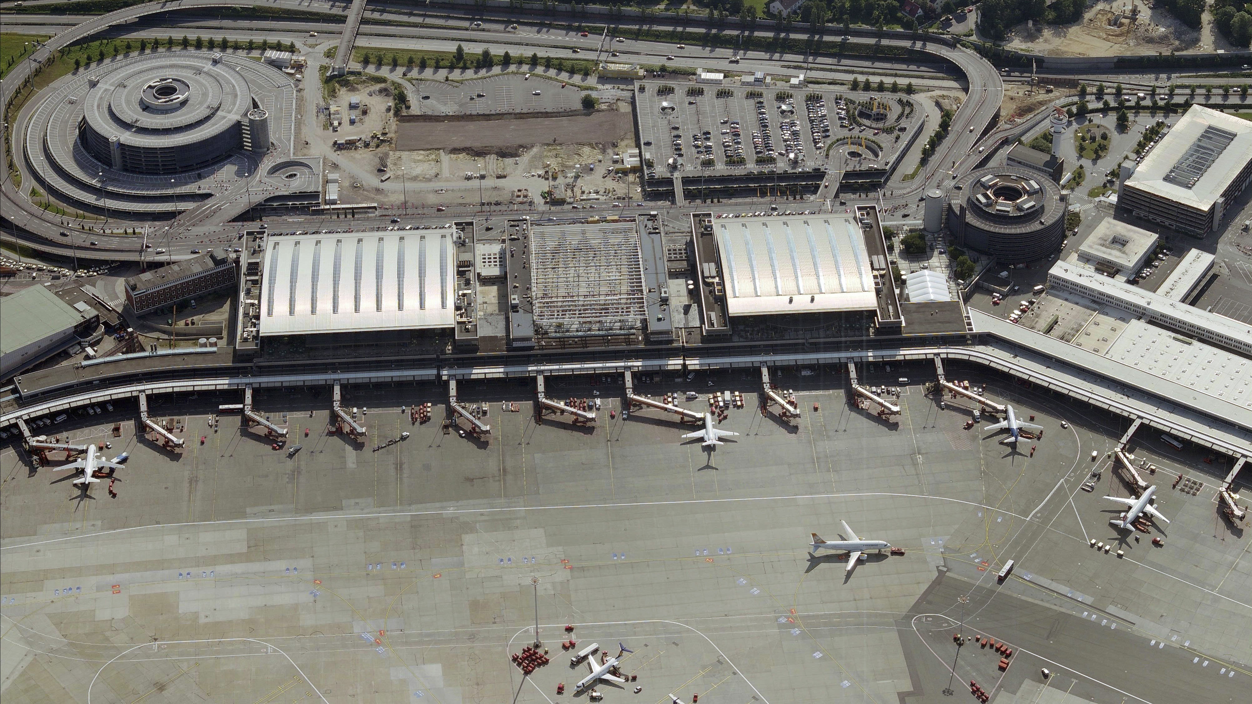 Discovery of World War II bomb temporarily shuts down Hamburg Airport