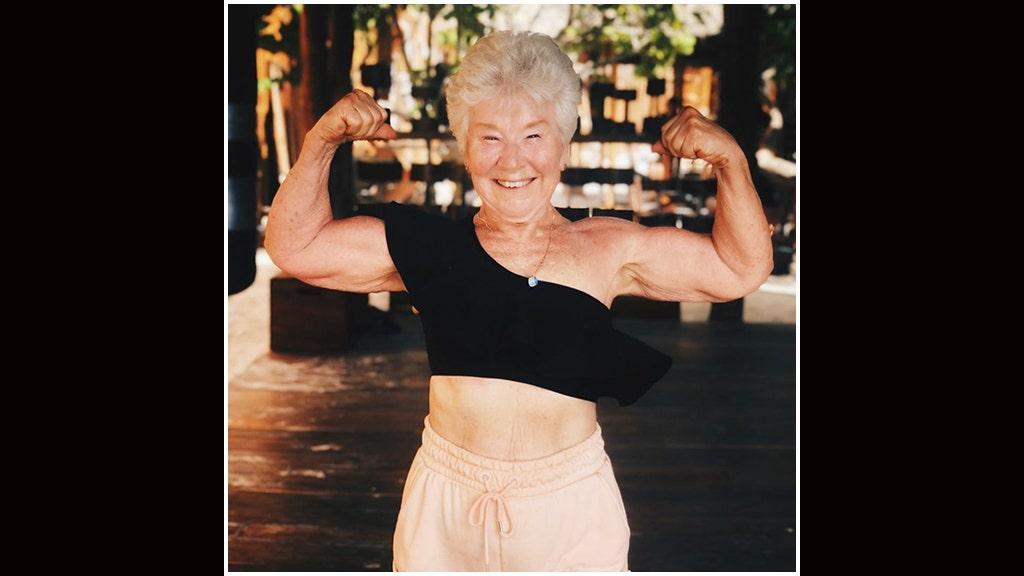 Nenek-nenek, 73, menunjukkan dari 55-pound berat badan, klaim 'laki-laki muda dan perempuan' terus-menerus memujinya