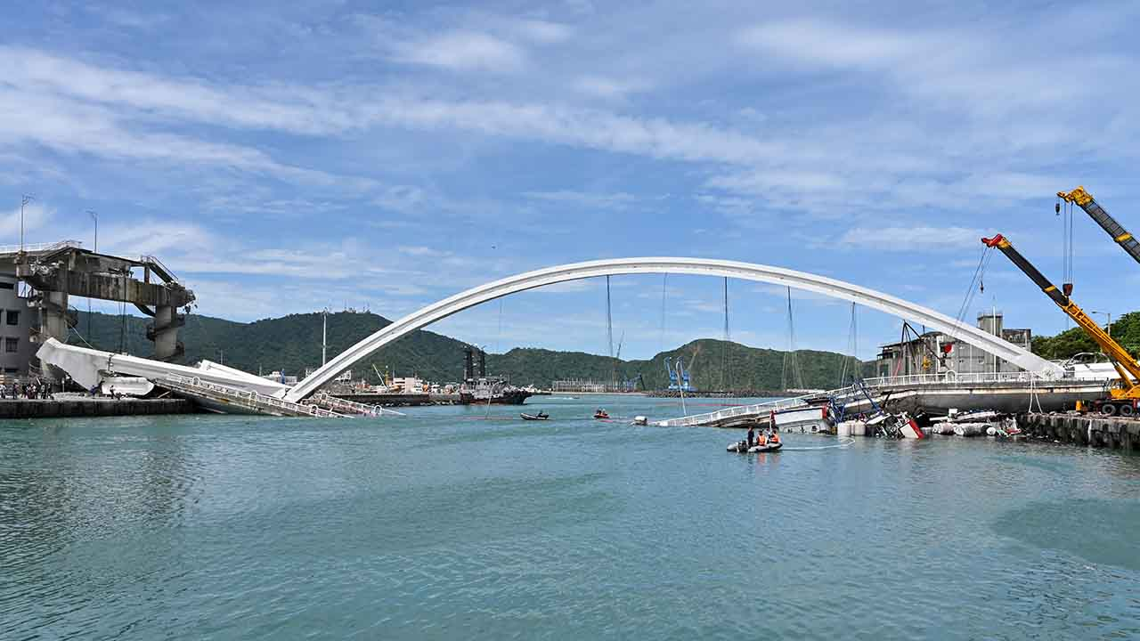 Taiwan arch bridge collapses, at least 10 injured as divers search for possible victims