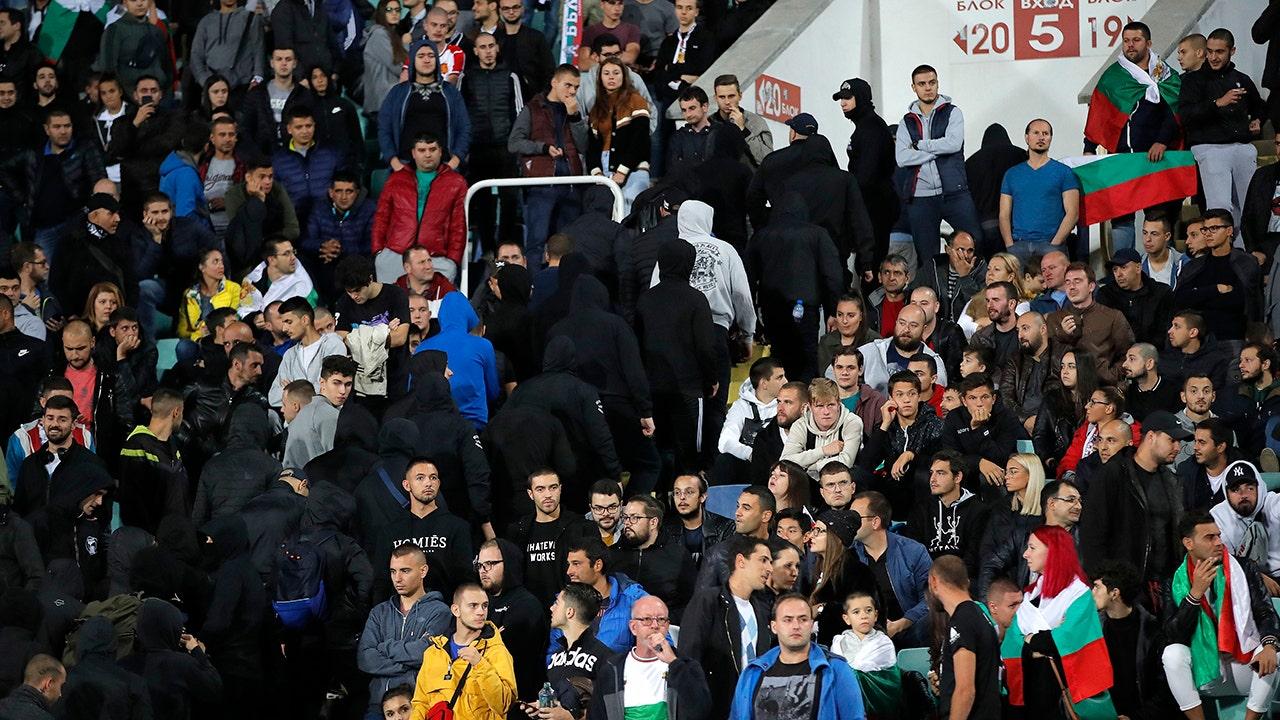 Η βουλγαρία κρατεί 4 οπαδούς του ποδοσφαίρου ακόλουθες ρατσιστικές πράξεις