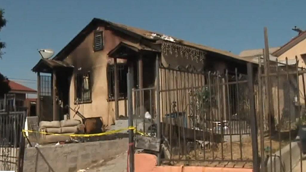 Mann aus San Diego, sagte, er habe versucht, speichern Verwandte von Feuer verhaftet, der in den Tod