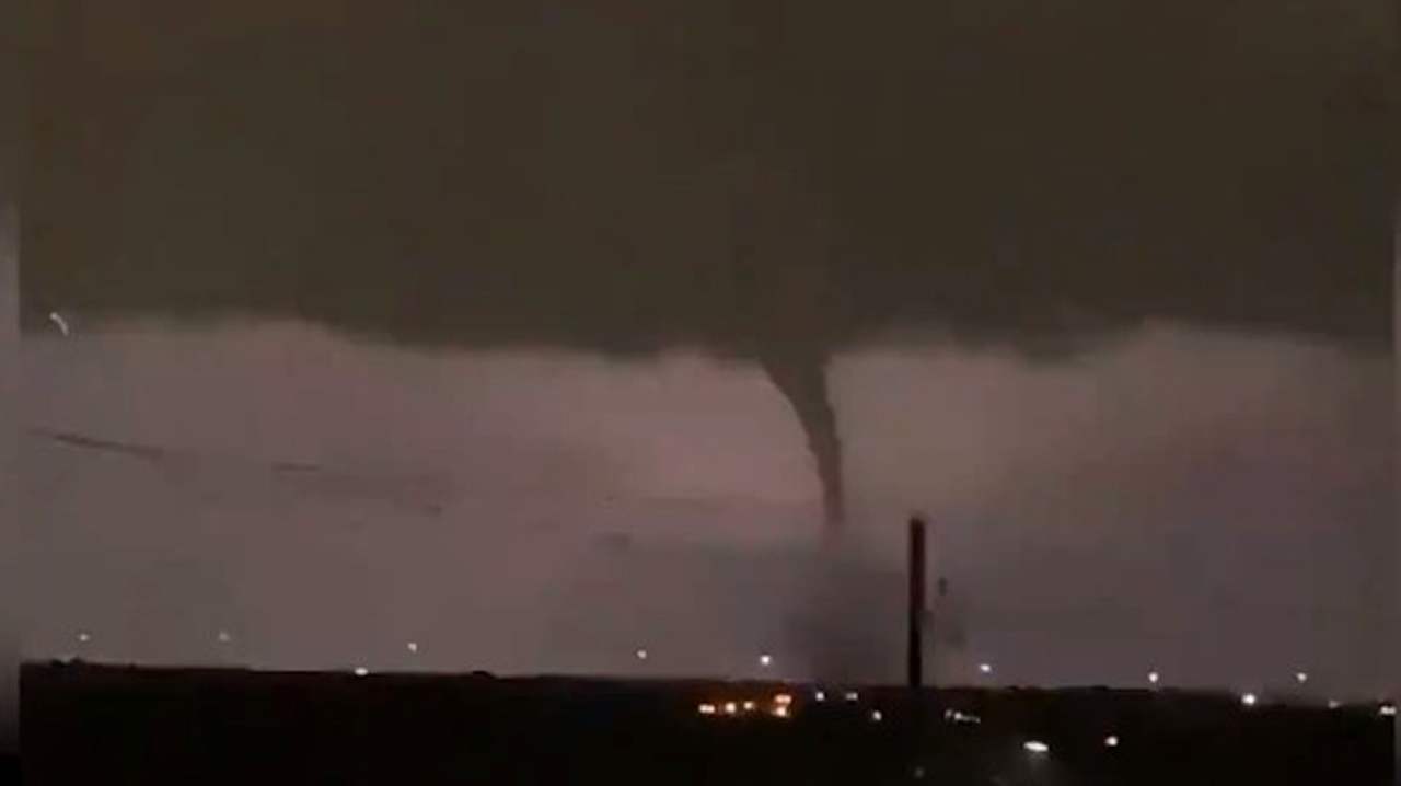 Tornado rips through Dallas, leaving significant damage and thousands without power